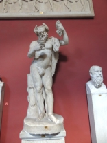 En los museos del Vaticano está esta escultura del Dios Baco, muy invitante a ir por un vinito.