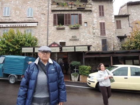 """Mamá siempre le dice """"Bibis"""" a papá por una película de Pedro Infante (La Oveja Negra), así que al ver un restaurante con ese nombre le tomamos la foto."""